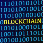 L'image texte Blockchain entre les données binaires bleues à l'écran par Marco Verch peut être utilisée sous une licence Creative Commons . Il est disponible en pleine résolution sur Flickr .